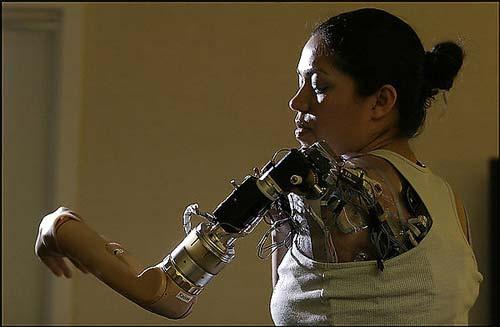 Volgens filosofe Donna Haraway zijn wij allemaal al cyborgs.